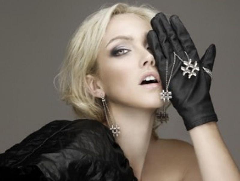 Caitlin---Alister-Yiap-jewelrey---Meiji-Nguyen-photographer